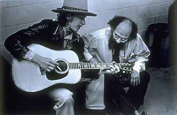 Bob Dylan e Allen Ginsberg. Foto de Elsa Dorfman (1975)